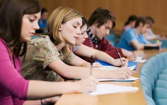 Những cám dỗ khó tránh của sinh viên xa nhà