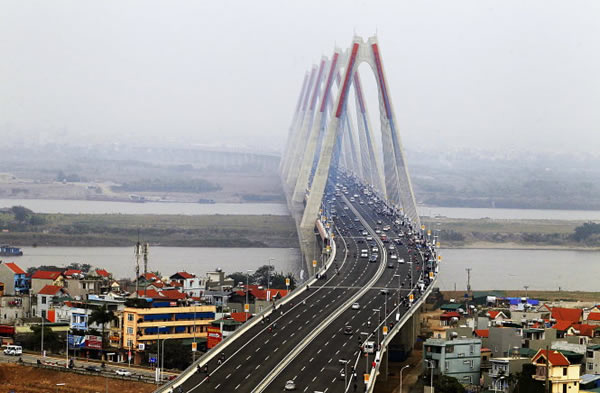 Cầu Nhật Tân cấm xe máy không? Cầu Nhật Tân bật đèn khi nào?