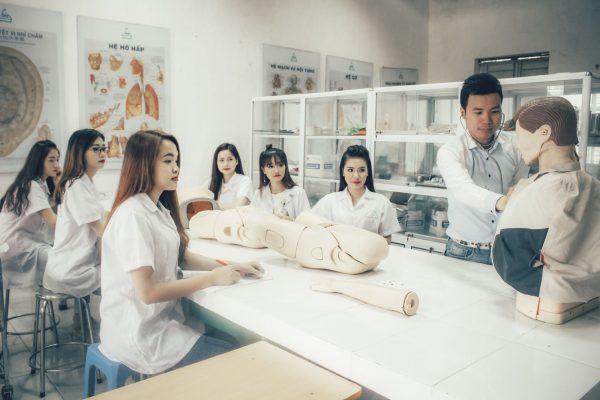 Học Cao đẳng Y tế ra làm gì? Tìm hiểu cơ hội việc làm của ngành